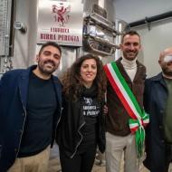 Birra-Perugia_con-sindaco-Torgiano