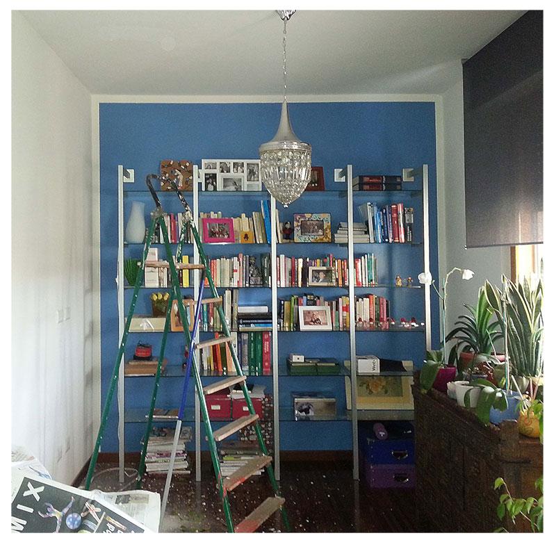 Parete da colorata a bianca idee creative di interni e for Migliori piani casa ranch artigiano