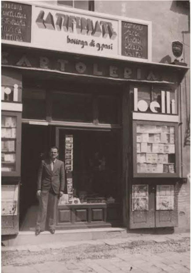 libreria paci giuseppe paci davanti negozio foto archivio