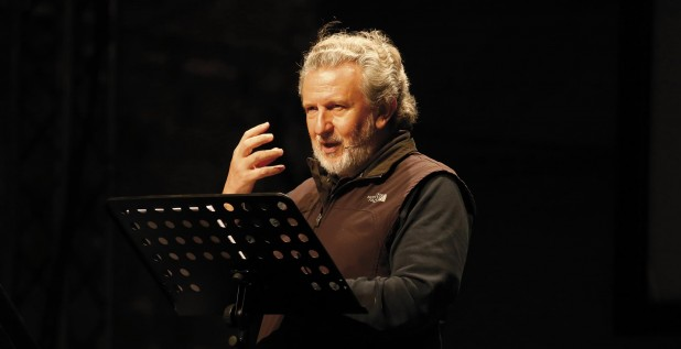 Piergiorgio Odifreddi parla dal palco a Sansepolcro (kilowatt festival)