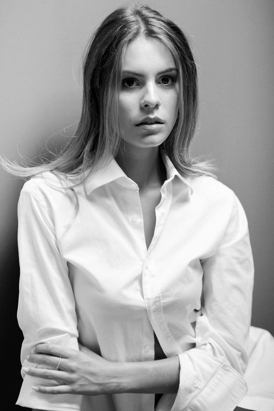 primo piano di Sofia Pompei con camicia Bianca