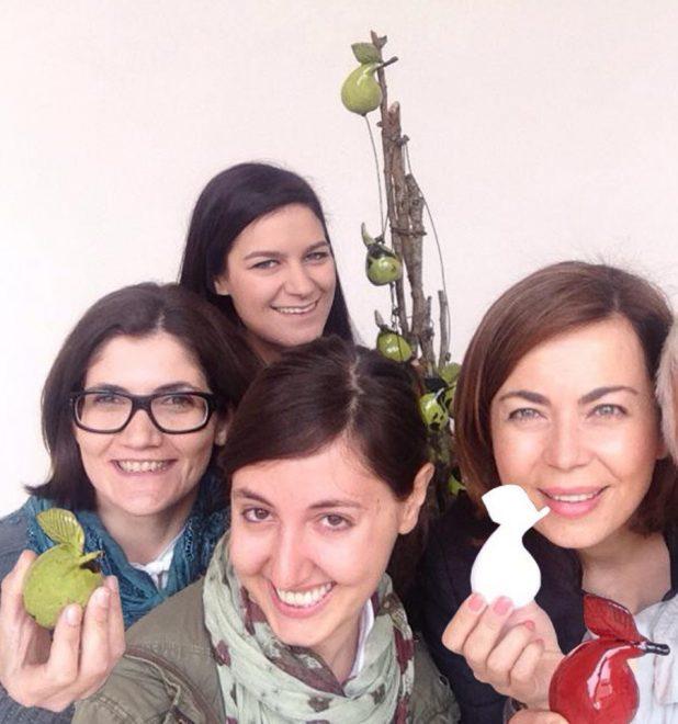 Simona Checcaglini e il suo staff durante un evento