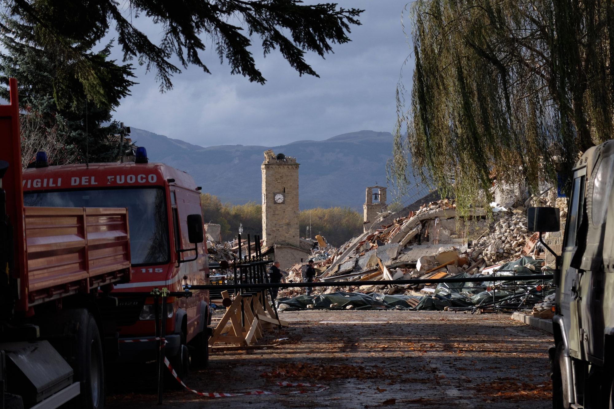 campanile crollato e vigili del fuoco