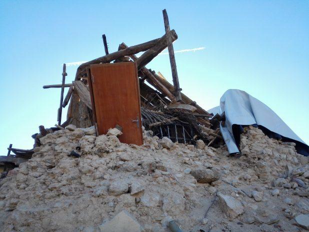 Una casa distrutta dal terremoto di Norcia