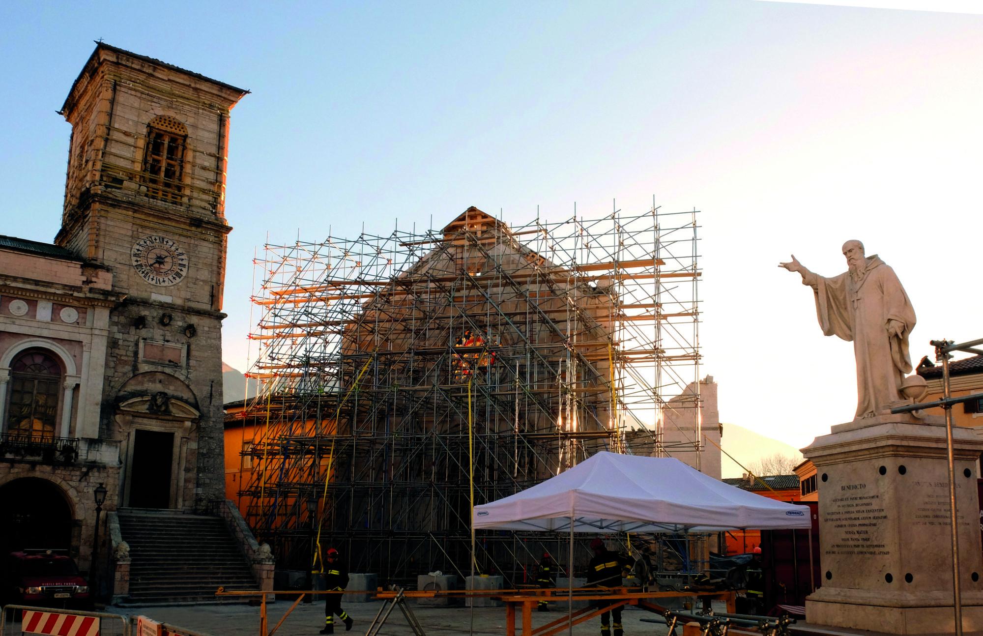 Immagine della Piazza principale di Norcia distrutta dal terremoto