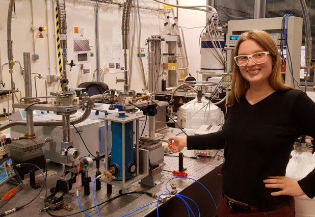 Azzurra Bigioli in laboratorio a Parigi