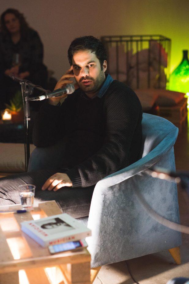 Matteo Casilli in un incontro durante la presentazione del libro Musician
