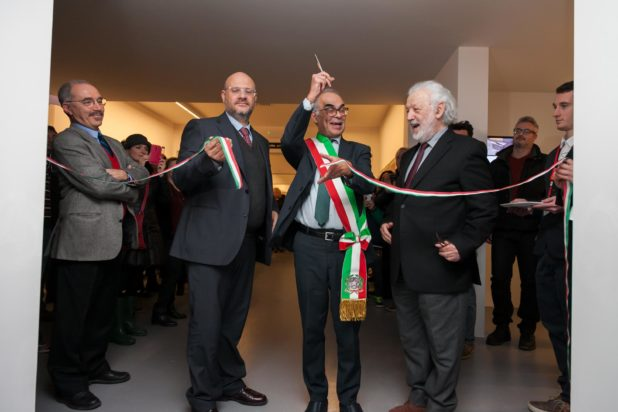 l'inaugurazione della sezione Burri Documenta, taglio del nastro