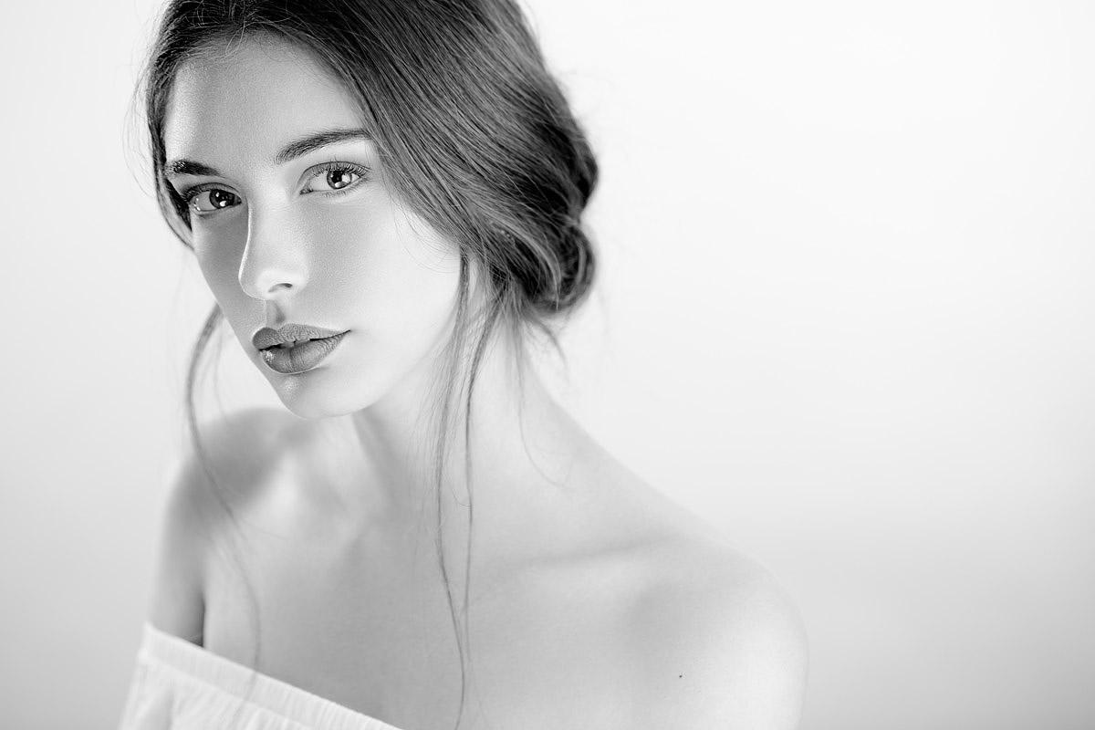 ritratto in bianco e nero soft light in high key fatto da Marianna Santoni