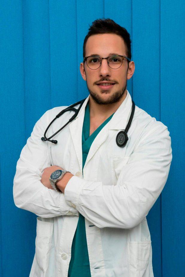 Giulio Giammarioli nel suo studio di medicina estetica