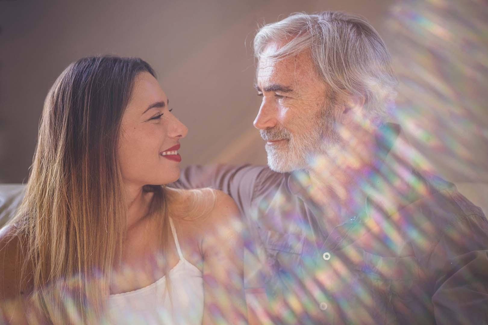 Massimo Gradini e Monica Bartolucci in una foto con flare in controluce